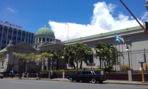 The-Metropolitan-Cathedral-of-San-Jose.-COSTA-RIXA-W123-MERCEDES-LIMOUSINE-SERVICE-FOR-WEDDINGSfe411d1396c89fd4.jpg