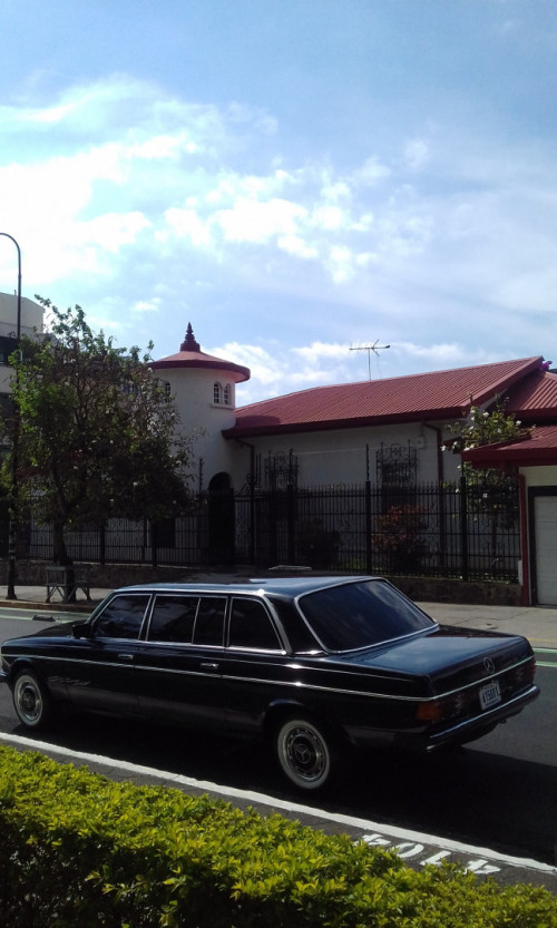 UNIQUE-SAN-JOSE-MANSION-COSTA-RICA-MERCEDES-300D-LANG-LIMOUSINEc9a6e9ebddcdaf6c.jpg